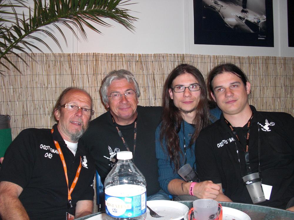 La Chiotteam 2011 au complet. De gauche à droite : Chiotteman Chef, Bogsman, Vomitman (Remplaçant), Chiottes Man.