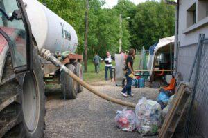 Première année et on est dans la merde... La fosse déborde, heureusement on est à Juvigny et nos amis agriculteurs sont toujours prêts à nous aider :