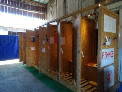 Côté femmes : 6 toilettes sèches